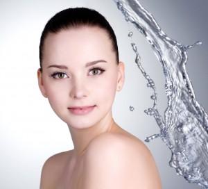 保湿化粧水で肌にうるおいを与える
